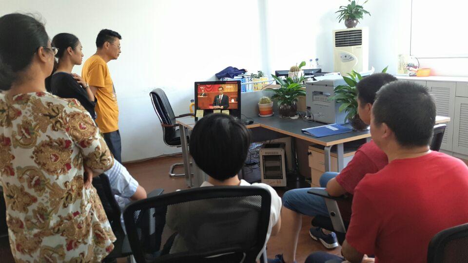 大关县委政法委组织收看庆祝中国人民解放军建军90周年大会实况